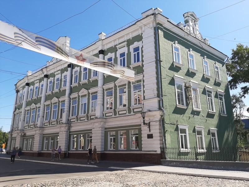 """Здание администрации, до революции гостиница """"Эрмитаж"""""""