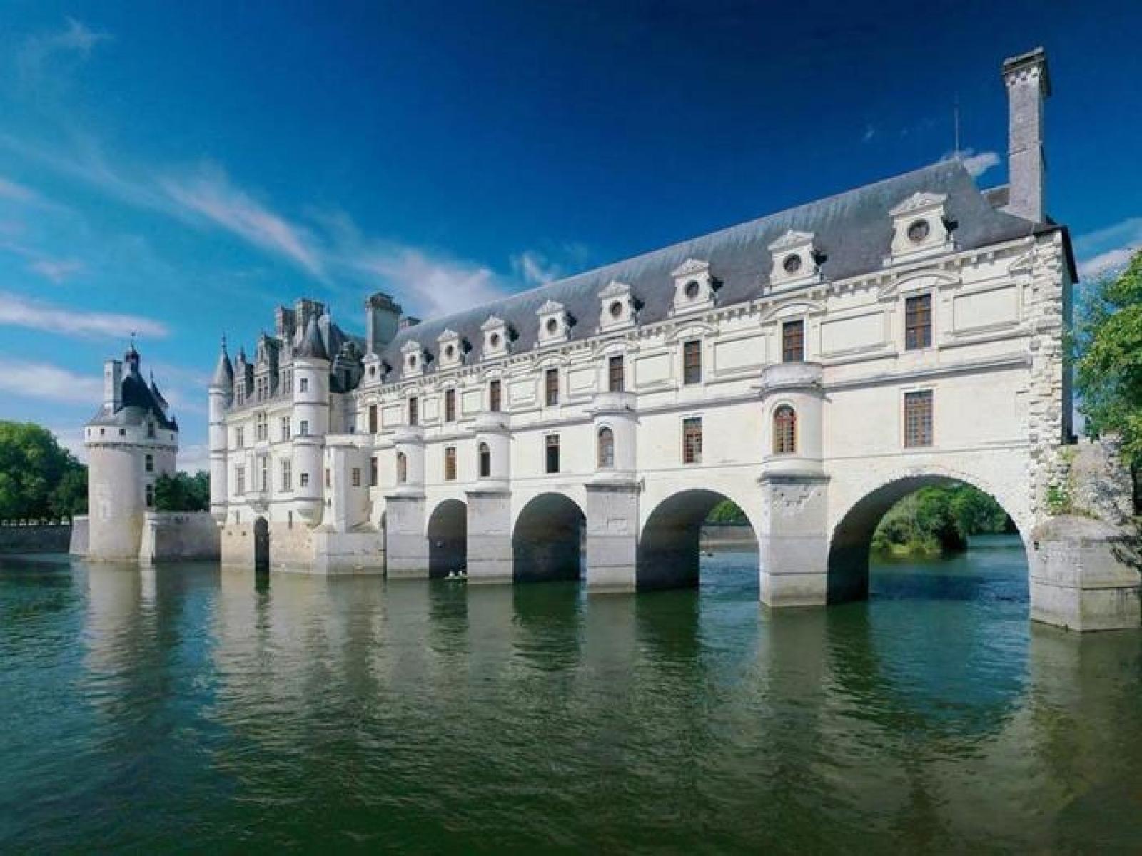 Аллах Акбар и романтическая Франция