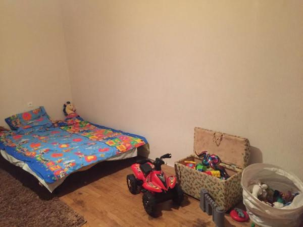 Комната мальчика с новыми обоями