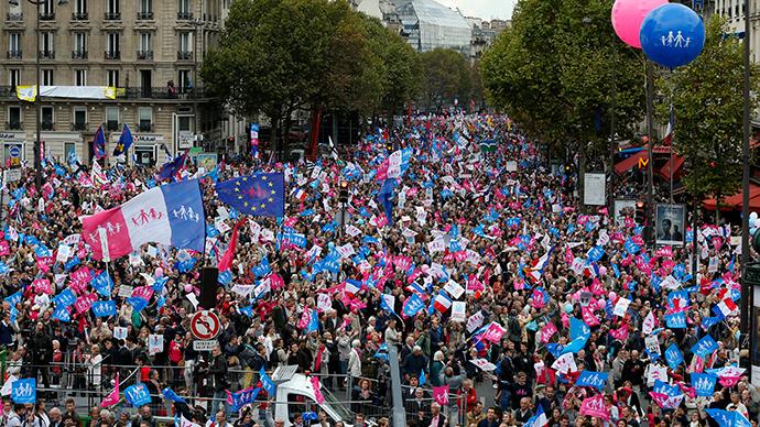 Во Франции проходят многотысячные манифестации против однополых браков