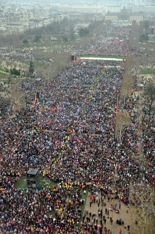 Во Франции проходят многотысячные манифестации против однополых браков1