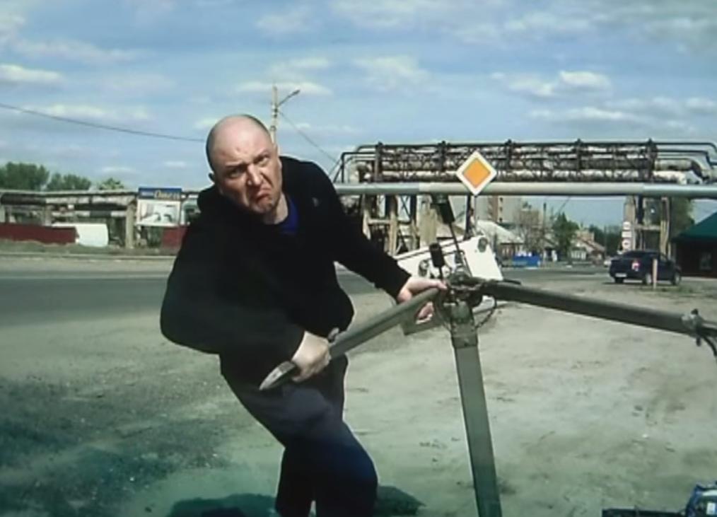 Дорожные камеры бьют битами