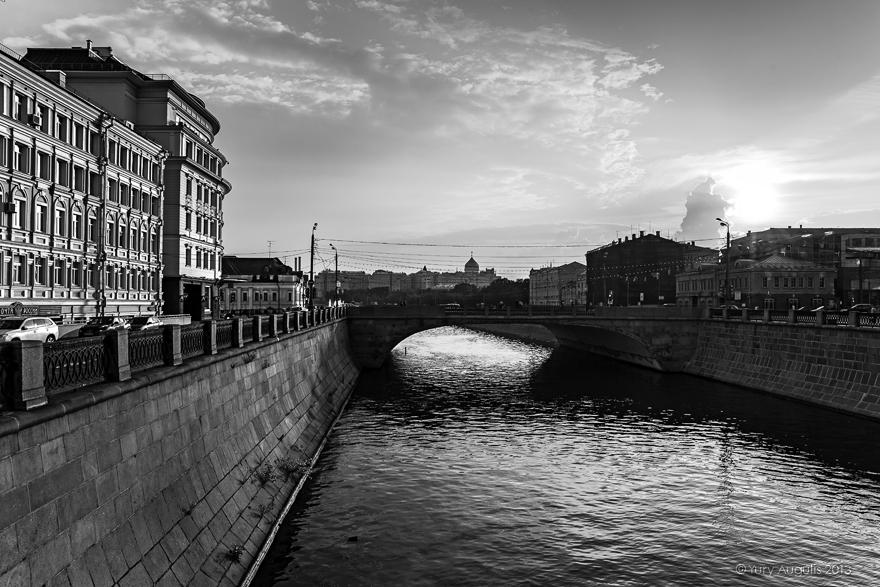 Вид с Чугунного моста на Малый Москворецкий мост
