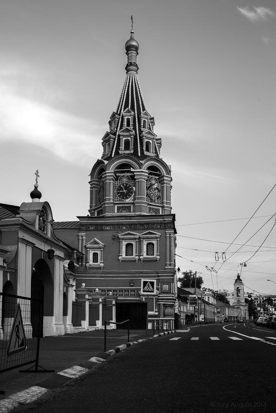 Улица Большая Полянка 29а. Храм св. Григория Неокесарийского