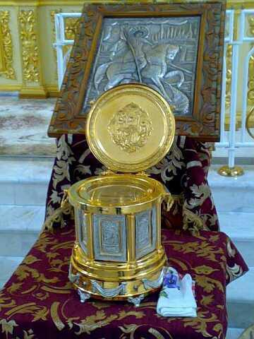 Ковчег с частицей мощей Святого Георгия во Владикавказском соборе