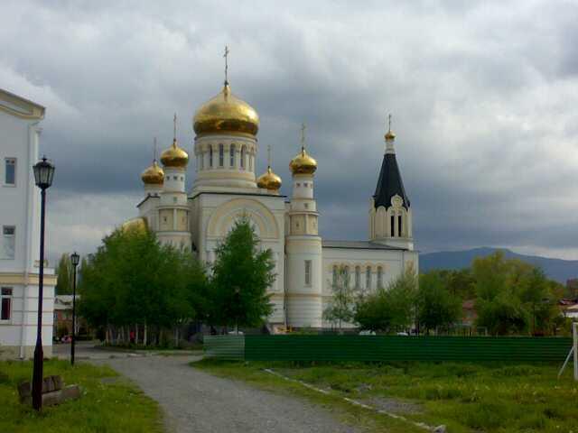 Свято-Георгиевский собор во Владикавказе в день Св.Георгия, 6 мая 2012 года