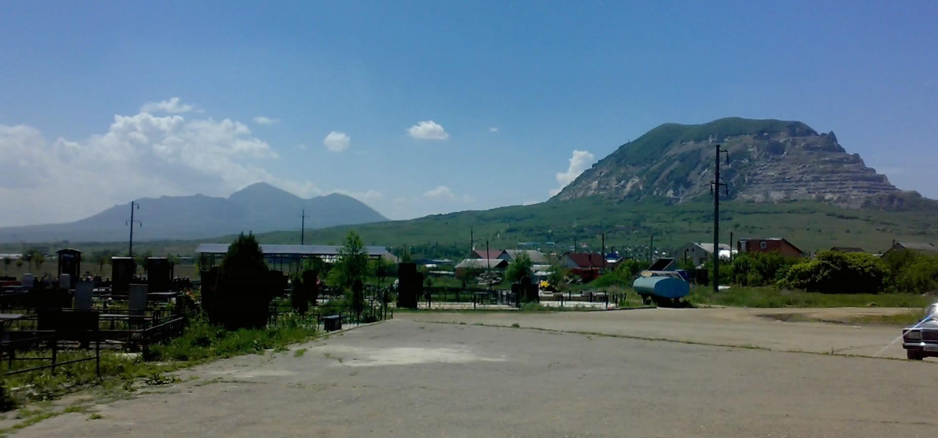 вид от часовни прп.Феодосия Кавказского на горы КавМинВод
