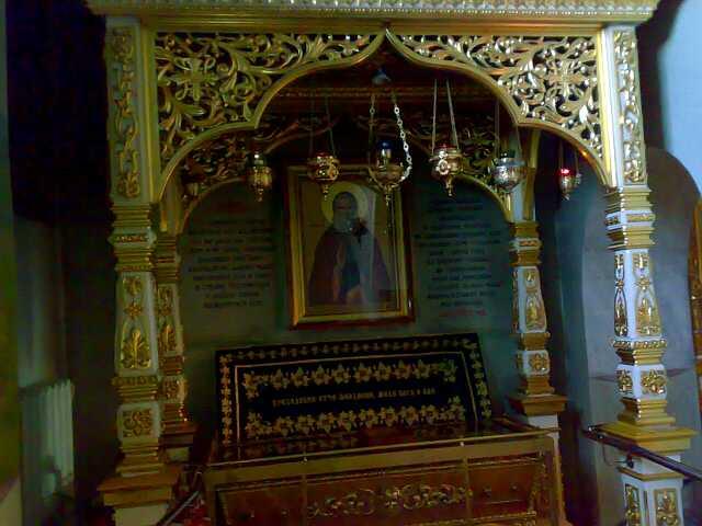 Рака с мощами преподобного Феодосия Кавказского,и частицами мощей других святых,в Покровском соборе Минеральных Вод.