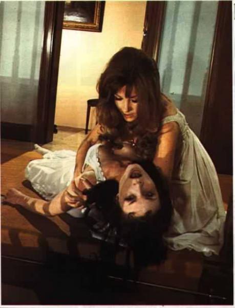 The-Vampire-Lovers-hammer-horror-films-887373_490_640