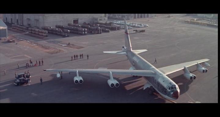 bombers b52.avi_snapshot_00.42.53_[2014.11.02_23.09.01]