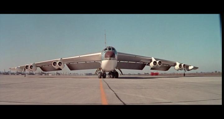 bombers b52.avi_snapshot_00.43.09_[2014.11.02_23.09.17]