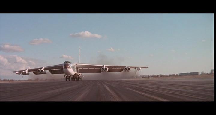 bombers b52.avi_snapshot_00.43.47_[2014.11.02_23.09.31]