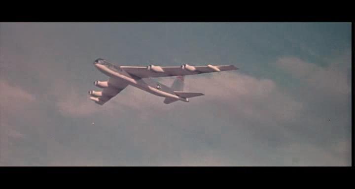 bombers b52.avi_snapshot_00.44.09_[2014.11.02_23.12.58]