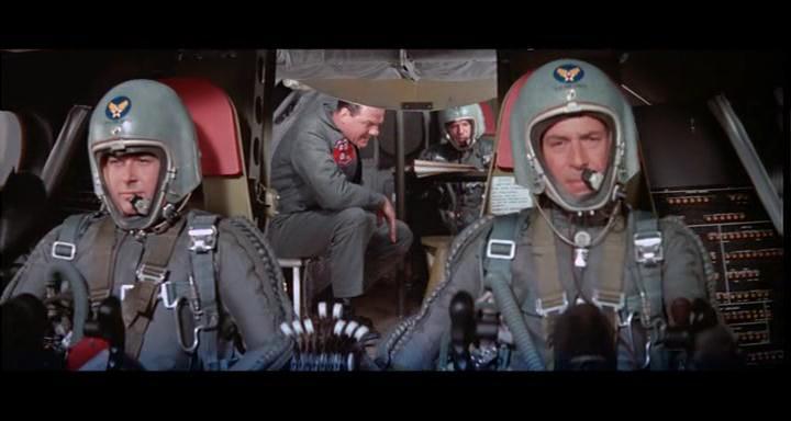 bombers b52.avi_snapshot_00.52.05_[2014.11.02_23.16.04]