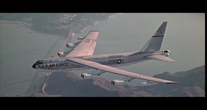 bombers b52.avi_snapshot_00.52.33_[2014.11.02_23.16.37]