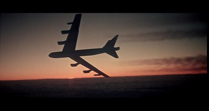 bombers b52.avi_snapshot_00.53.50_[2014.11.02_23.17.36]
