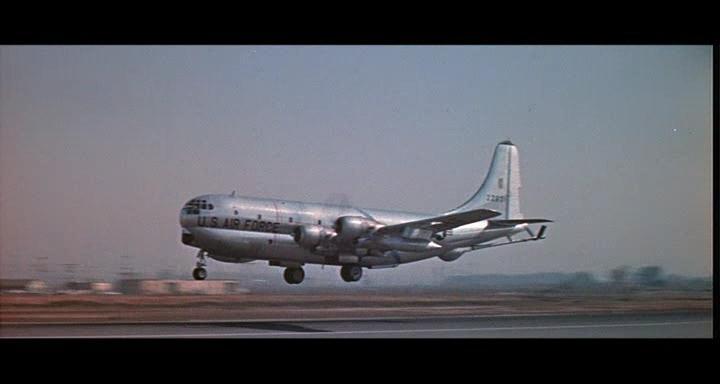 bombers b52.avi_snapshot_00.57.48_[2014.11.02_23.19.29]