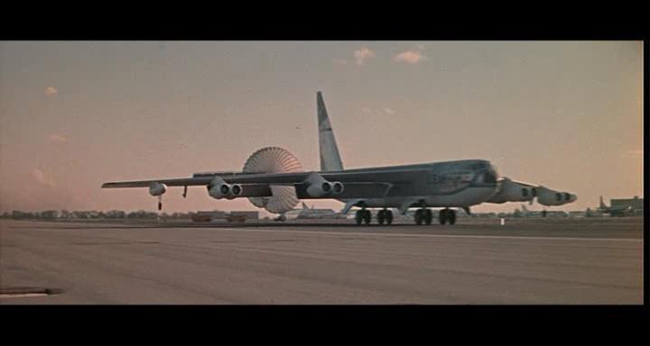 bombers b52.avi_snapshot_01.01.28_[2014.11.02_23.21.15]