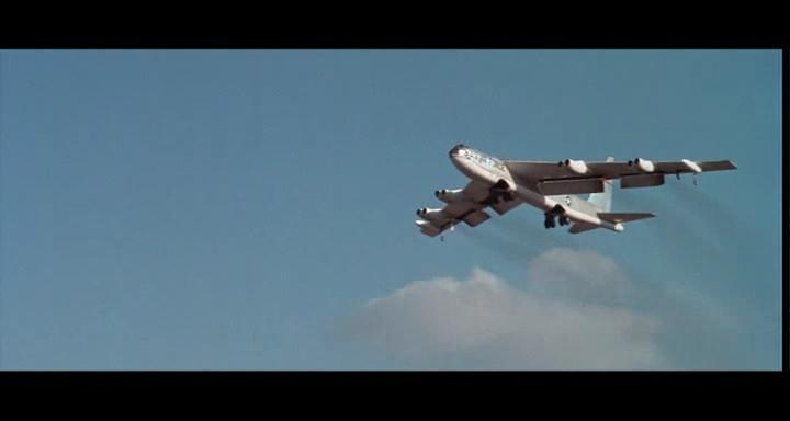 bombers b52.avi_snapshot_01.11.17_[2014.11.02_23.28.35]