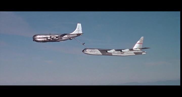 bombers b52.avi_snapshot_01.13.09_[2014.11.02_23.28.43]