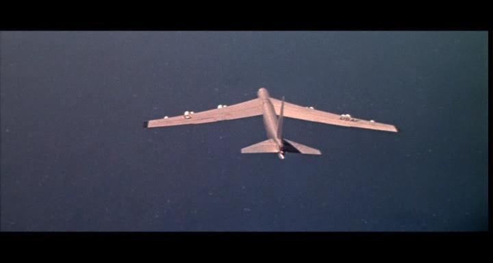bombers b52.avi_snapshot_01.16.07_[2014.11.02_23.29.42]