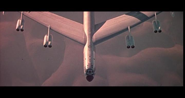 bombers b52.avi_snapshot_01.17.54_[2014.11.02_23.30.11]