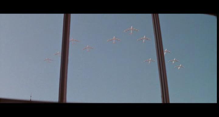 bombers b52.avi_snapshot_01.40.52_[2014.11.02_23.39.50]