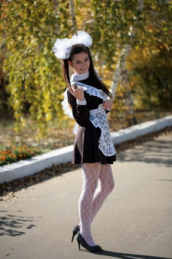 Голая блондиночка в школьном униформе в чулках фото фото 553-311
