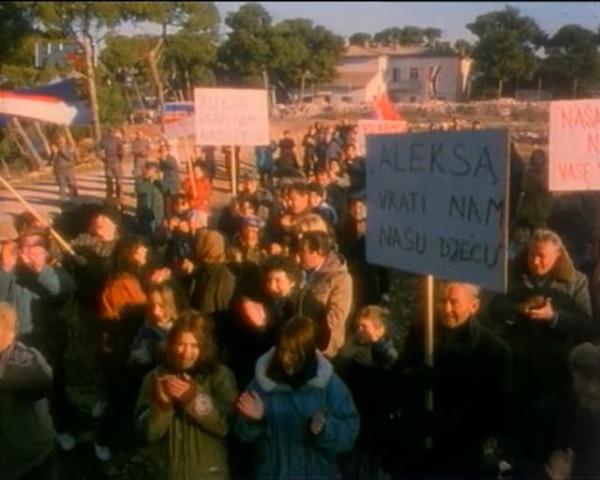 How the War Started on My Island (1996).avi_snapshot_01.09.21_[2015.09.20_22.43.26]