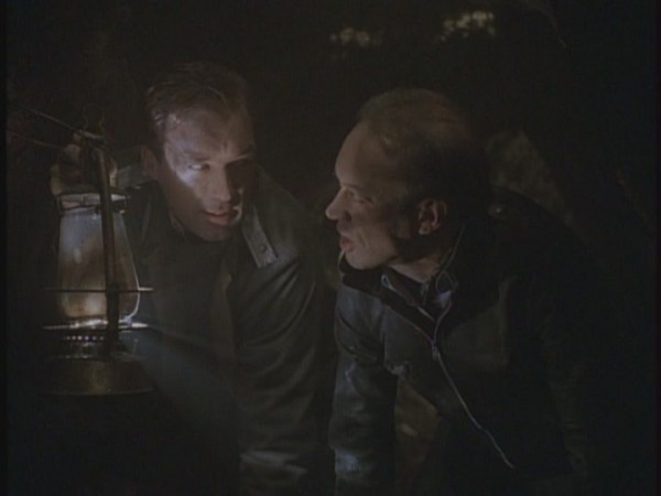7x04-Escape-tales-from-the-crypt-14667826-720-540