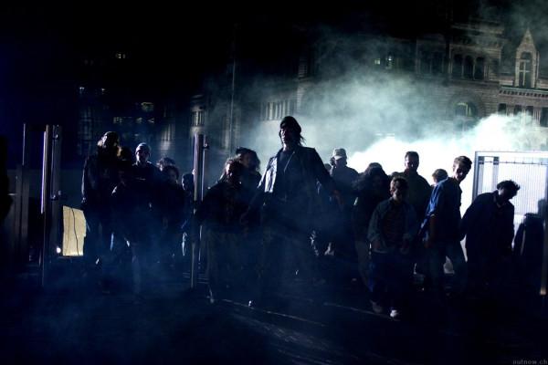 RESIDENT-EVIL-APOCALYPSE-Zombie-Hordes-Overwhelm-Raccoon-City