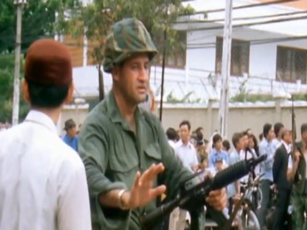 Last.Days.in.Vietnam.2014.EXTENDED.480p.x264-mSD.mkv_snapshot_00.53.30_[2015.12.15_22.22.49]