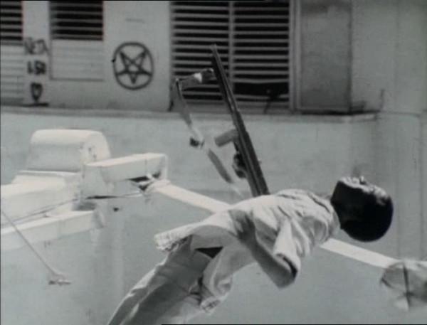 Cat.Chaser.1989.DvDRip.xvid.VisualArt.avi_snapshot_00.01.54_[2015.11.29_22.37.31]