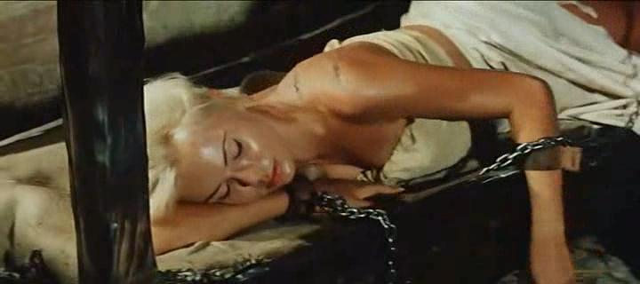 Women__of__Devil_s__Island__1962.avi_snapshot_00.15.01_[2016.10.16_19.55.11]