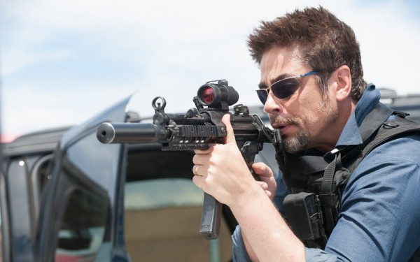 benicio-del-toro-as-alejandro-in-2015-sicario-movie-wallpaper-86659