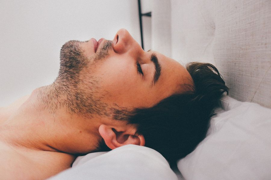 Эксперты назвали самую лучшую позу для сна