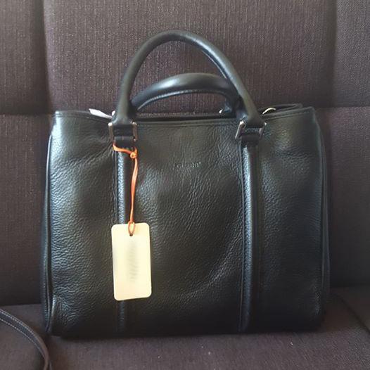 Какого цвета эта сумка?