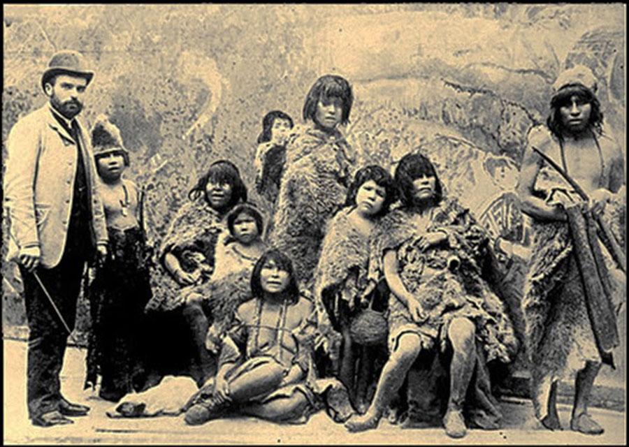 Уроженцы Селькнама на пути в Европу, 1899 г.