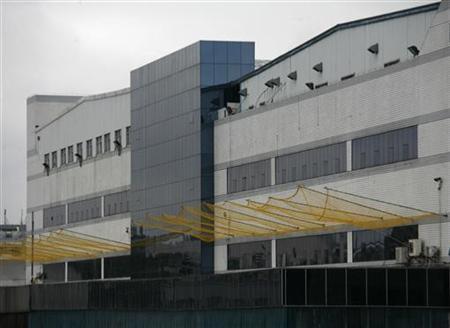 Завод Foxconn, обтянутый сеткой для предотвращения самоубийств