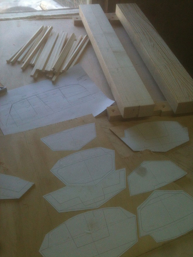 Шпангоуты и переборки. Вырезали точь-в-точь по чертежам и прикидываем на конструкцию.