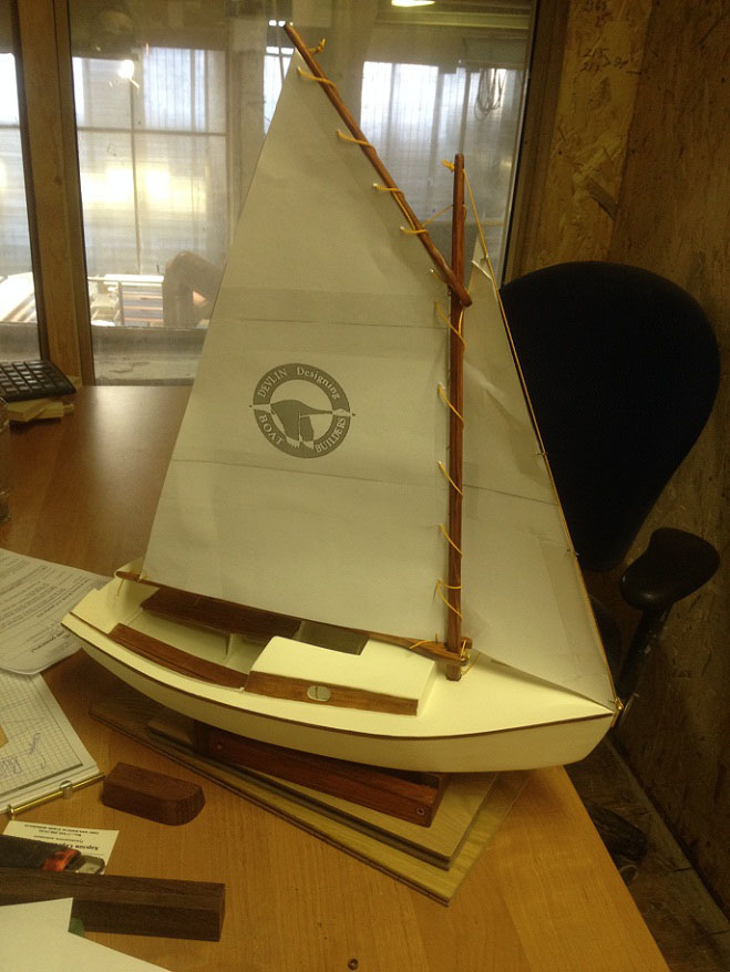 Заказанные паруса прибыли. Паруса поставлены, яхта готова к эксплуатации.