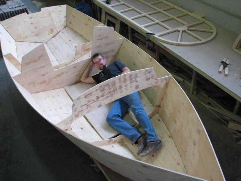 Большая лодка или маленькая?