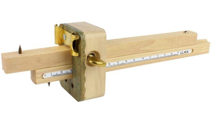Фасонный рейсмус или разметочный рейсмус для изогнутых поверхностей.