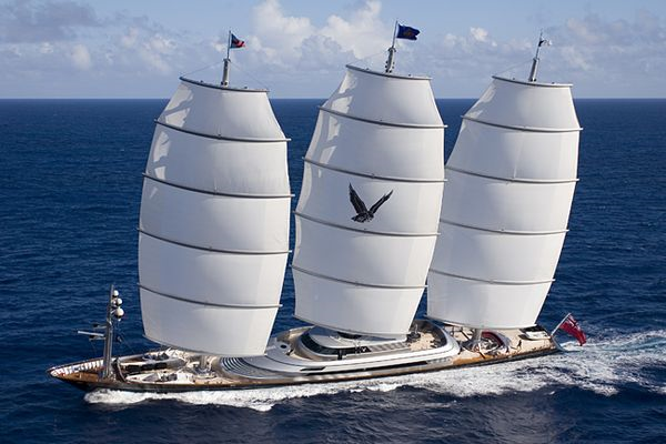 Парусная яхта The Maltese Falcon.