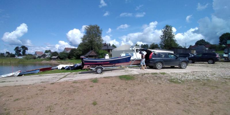 Лодка первый раз сбрасывается на воду