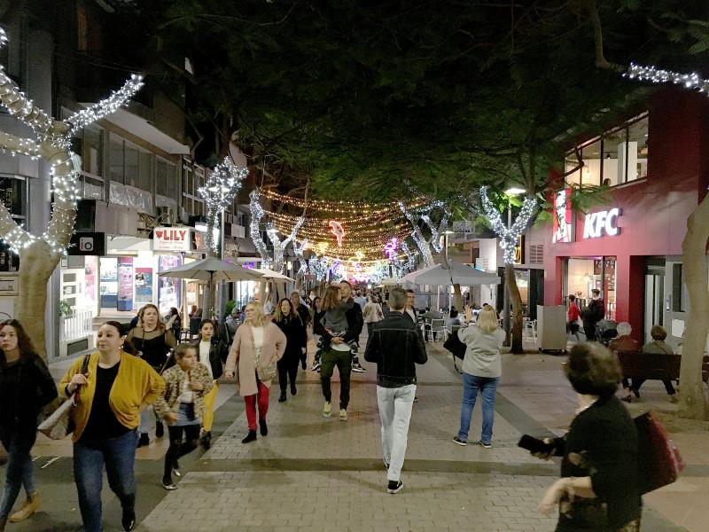 Тенерифе, город Санта-Круз, какой-то национальный праздник.