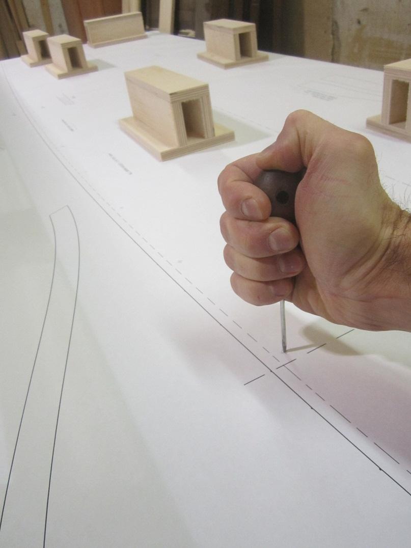 Разобрались с чертежами, перенесли чертежи с шаблонов на фанеру.