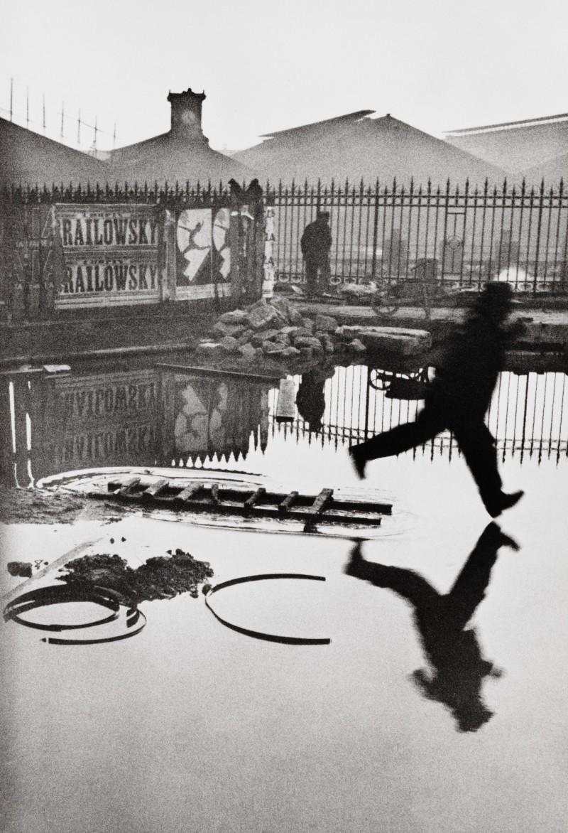 HENRI CARTIER-BRESSON (1908-2004) -  DERRIÈRE LA GARE SAINT-LAZARE, 1932