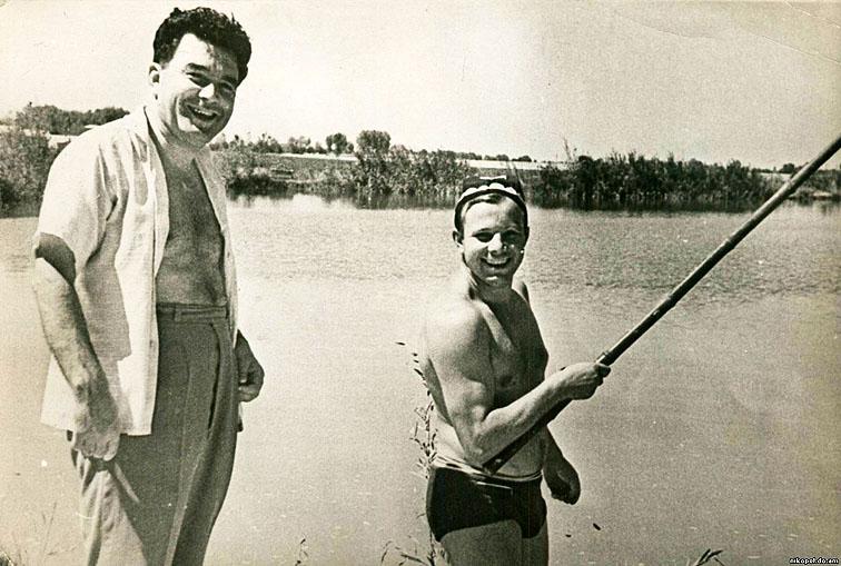 02. Гагарин на рыбалке_2