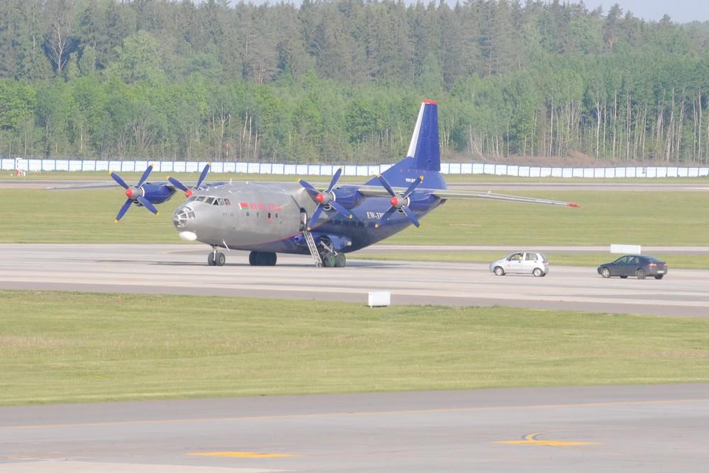 Ан-12 авиакомпании Ruby Star в аэропорту Минска